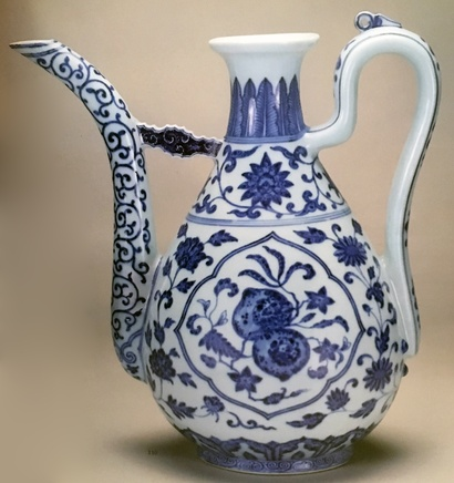 A FINE CHINESE BLUE & WHITE WINE EWER , Daoguang (1821 - 1850)
