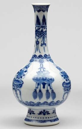 A CHINESE KANGXI BLUE AND WHITE BOTTLE VASE , Kangxi. 1662-1722