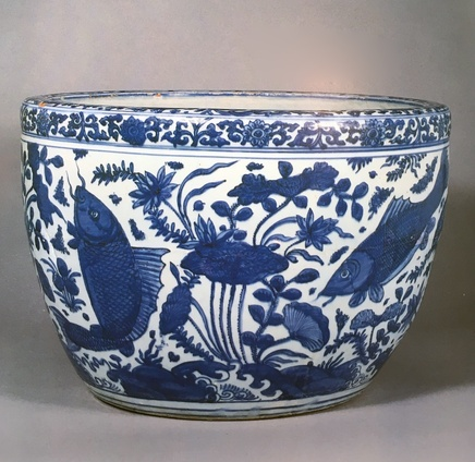 AN EXTREMELY FINE BLUE AND WHITE FISH BOWL, Mid 16th century