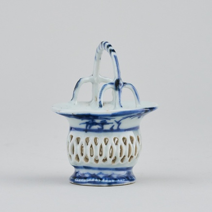 A RARE CHINESE BLUE AND WHITE MINIATURE RETICULATED BASKET , Kangxi (1662 - 1722)