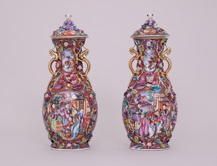 A PAIR OF FINE MANDARIN PATTERN VASES AND COVERS, Qianlong (1736-1795)