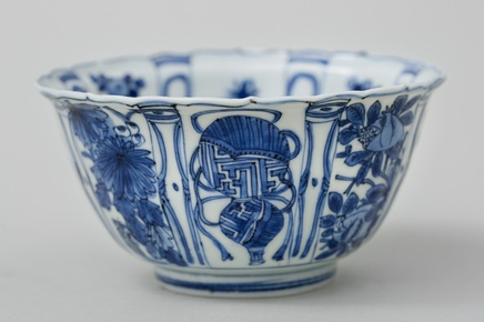 A FINE KRAAK WARE 'CROWCUP' BOWL, Wanli (1573-1619)