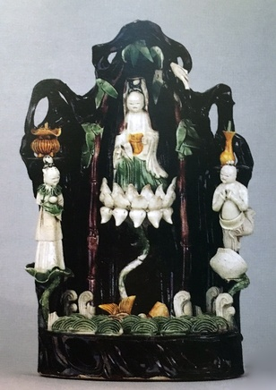 A CHINESE FAMILLE VERTE BISCUIT SHRINE, Kangxi (1662-1722)