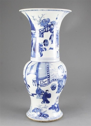 A FINE CHINESE BLUE AND WHITE YEN-YEN VASE, Kangxi (1662-1722)