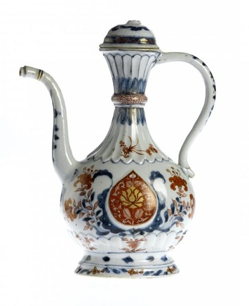 AN UNUSUAL CHINESE ISLAMIC-SHAPE IMARI EWER AND COVER, ca 1710, Kangxi (1662-1722)