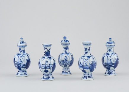 A MINIATURE GARNITURE OF FIVE CHINESE BLUE AND WHITE VASES, Kangxi (1662 - 1722)