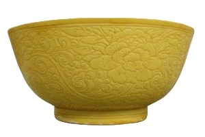 A FINE AND RARE CHINESE YELLOW GROUND BOWL, Kangxi (1662-1722)