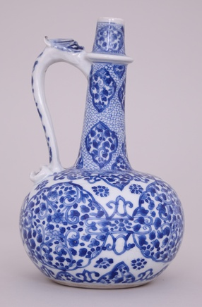 A CHINESE KANGXI BLUE AND WHITE DRAGON HANDLE EWER, Kangxi (1662-1722)