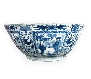 A FINE LARGE CHINESE KRAAK BOWL, Chongzheng (1628-1643) or Shunzhi (1644-1661)