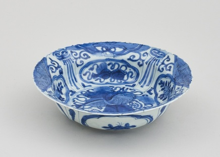 A CHINESE BLUE AND WHITE KRAAK KLAPMUTSEN, 1st Half of 17th century