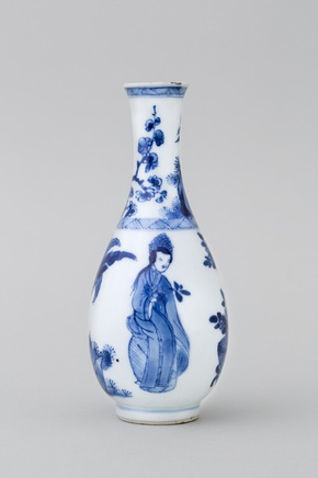 A CHINESE MINIATURE BLUE AND WHITE BOTTLE VASE, Kangxi (1662 – 1722)
